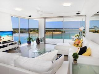 View profile: Absolute waterfront apartment with magnificent river/ocean views!